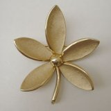 """TRIFARI"" gold flower brooch"