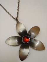 """Dansk"" flower necklace"