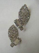 rhinestone leaf design earring